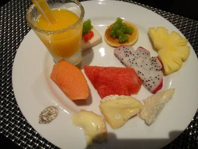 ร้านอาหาร The Rain Tree Cafe Plaza Athenee Hotel