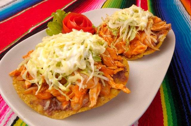 My favourite, tinga tostadas, on the must try at Tacos & Salsa ที่ ร้านอาหาร Tacos & Salsa