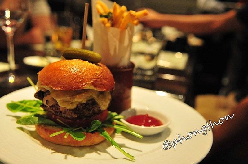 Wagyu beef Yangee Burger   Hyde &amp; Seek Gastro Bar