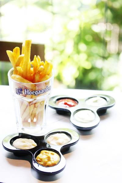 "Belgian fries ที่ ร้านอาหาร ""Belgian Beer Fest"" at K-village"