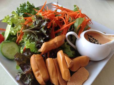 pick up veggies as u like and mix with topping  ที่ ร้านอาหาร The Salad Bar