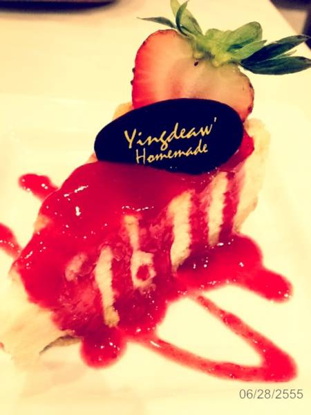 strawberry cheesecake    Yingdeaw Homemade by SOMTAM 