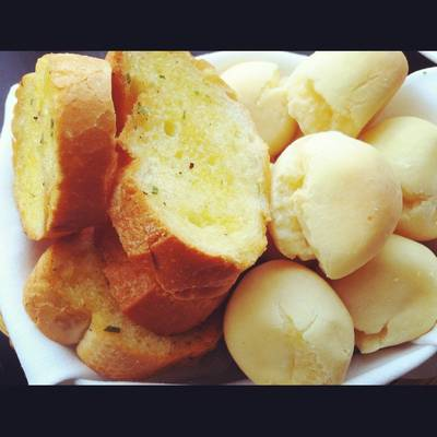 Garlic Bread & Cheese Ball (Pao de Queijo) ที่ ร้านอาหาร N'Grill Brazilian Bistro