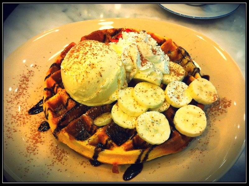 Waffle ที่ ร้านอาหาร Penguin Likes Chocolate (Chocolate Dessert Cafe')