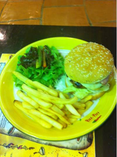 boobie ordered.. beaf burger ที่ ร้านอาหาร Piri Piri The Emporium