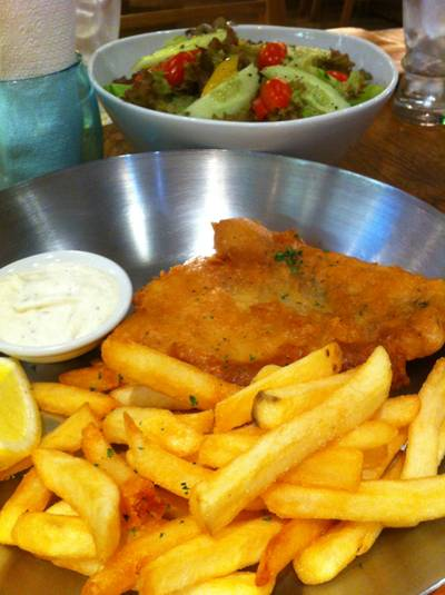 Fried  Cod fish   / lemon / french fries /tatar source  ที่ ร้านอาหาร Cafe Fish