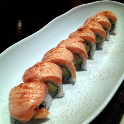 Salmon roll ที่ ร้านอาหาร In the Mood for Love: Sushi Bar & Bistro
