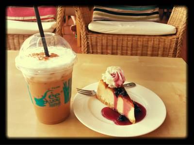 Newyork Cheese Cake w/ Blue Berry source & Cappuccino ที่ ร้านอาหาร See you latte