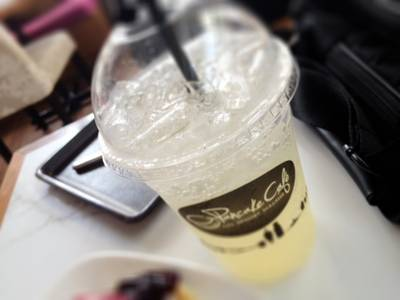 The Sparkling Soprano (Lemon Honey Soda) ที่ ร้านอาหาร Pancake Cafe The Circle