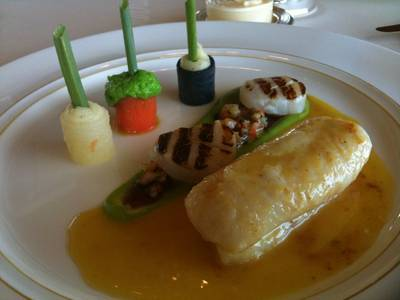 Double John Dory and Grilled Scallops ที่ ร้านอาหาร Le Normandie