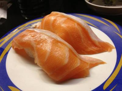 Salmon sushi ที่ ร้านอาหาร Heiroku Sushi Central World