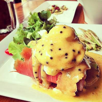 Smoked Salmon Egg Benedict    -&#034;-   Mellow 