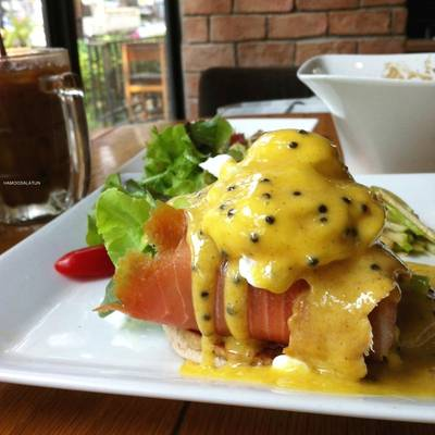Egg Benedict Smoked Salmon      Mellow 