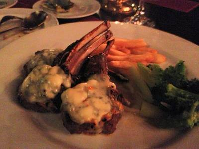 lamb with bluecheese sauce ที่ ร้านอาหาร Neil's Tavern Restaurant (Steak House) ร่วมฤดี