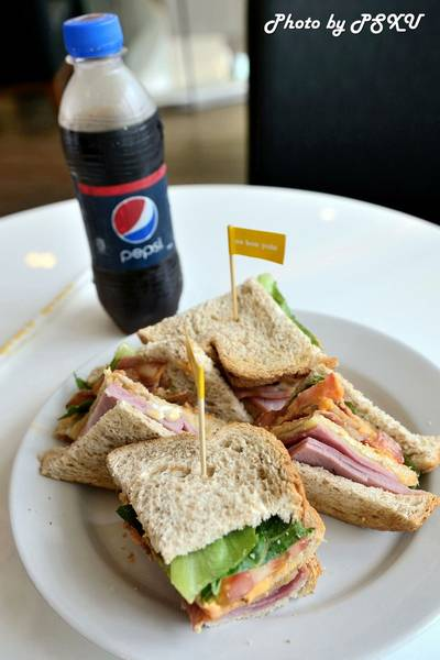  Smoked Ham Club Sandwich 160    Au Bon Pain 