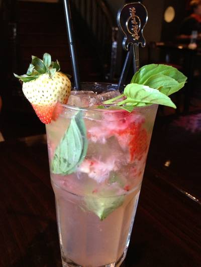 Strawberry Basil Lemonade ที่ ร้านอาหาร Hard Rock Cafe Bangkok