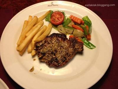 Grilled Pork Loin with Spicy Herb ที่ ร้านอาหาร Neil's Tavern Restaurant (Steak House) ร่วมฤดี