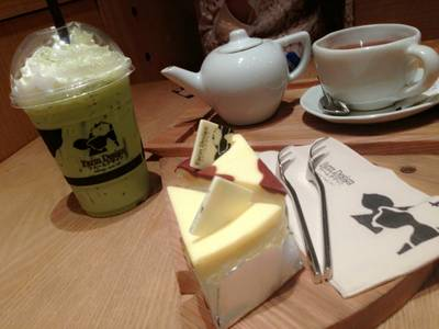 Hokkaido&Choco moo Cheesecake, Greentea Macha, Blueberryvanilla Tea ที่ ร้านอาหาร Farm Design Terminal 21