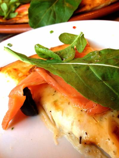 Smoked Salmon & Rocket Pizza ที่ ร้านอาหาร Maria Pizzeria & Restaurant
