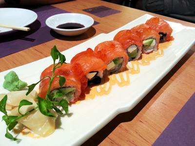 salmon roll 330     Fumi Japanese Cuisine 