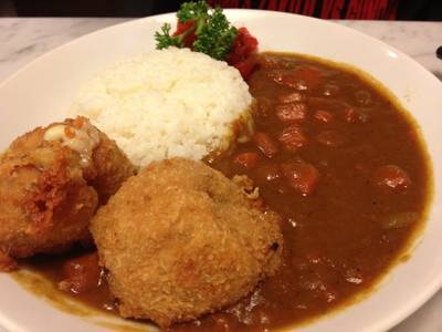 Pork Cheese Curry Rice ที่ ร้านอาหาร On the table tokyo café Central World