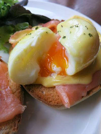 Eggs Benedict with Norwegian Smoked Salmon ที่ ร้านอาหาร Chu