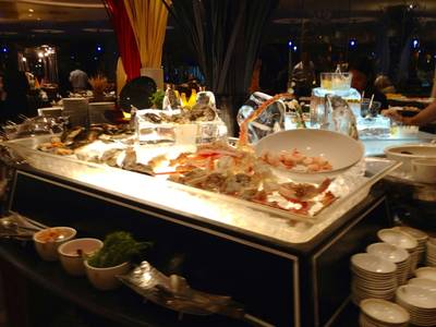 Seafood On Ice ที่ ร้านอาหาร The Rain Tree Cafe Plaza Athenee Hotel
