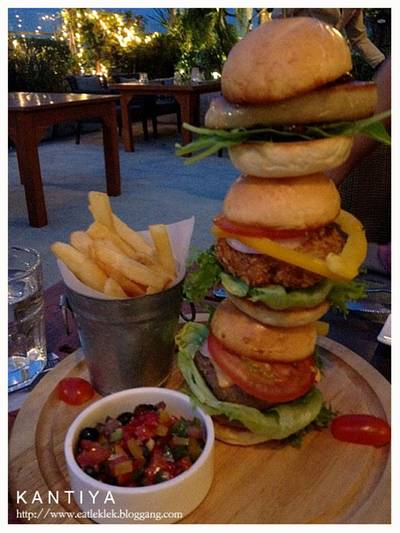 Highlight ของงาน Mini Burger Tower (570B)  ที่ ร้านอาหาร The Garret ​(Secret Bistro Bar)