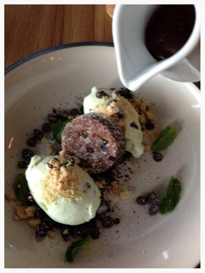 Homemade Mint Choc 180THB ที่ ร้านอาหาร Roast Coffee & Eatery