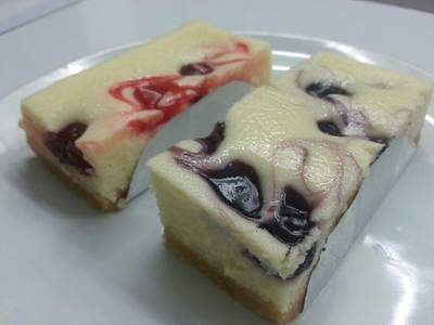 Blueberry chessecake , Cherry chessecake by fresh&taste {^_^} ที่ ร้านอาหาร Fresh & Taste