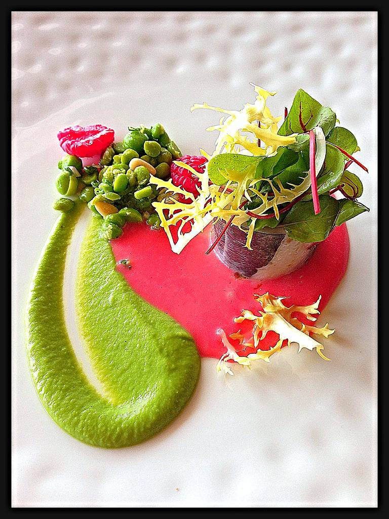 Mackerel confit, garden peas and raspberries, ginger flavours ที่ ร้านอาหาร Le Normandie